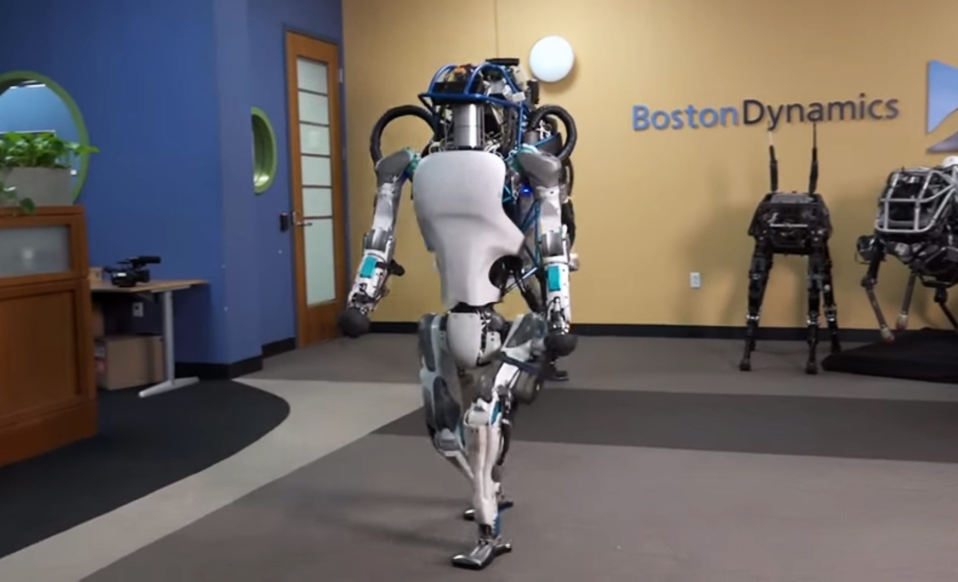 Atlas – well balanced humanoid robot