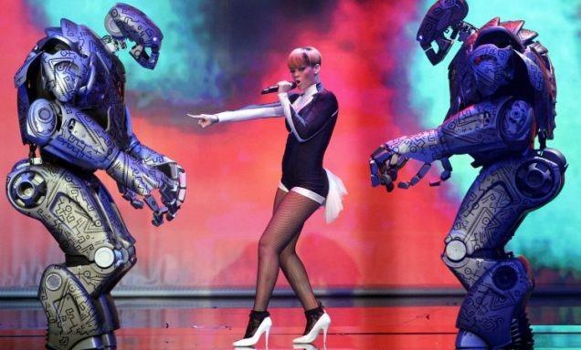 rihanna-titan-robot1